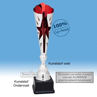 TC045.65MT - Zilverkleurige trofee met rode accenten en ster in kelk (in 3 hoogten van ± 45 t/m 49 cm - Prijs vanaf € 23,95 t/m € 28,95)