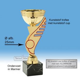 """TC311.68SET - Goudkleurige trofee met rode accenten in """"vleugel"""" (leverbaar in 3 hoogten ± 19-21 cm hoog)"""