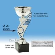 """TC312.64SET - Zilverkleurige trofee met blauwe accenten in """"vleugel"""" (leverbaar in 3 hoogten ±19-21 cm hoog)"""