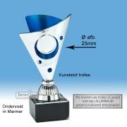 TC327.04SET - Zilverkleurige trofee met blauwe accenten incl. afbeelding op open kelk  (leverbaar in 3 hoogten ± 15-17 cm hoog)