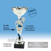 TC428.04ET Zilverkleurige Trofee met blauw speels tussenstuk en metalen schaal (leverbaar in 6 hoogten ± 21 t/m 36 cm)