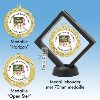 TC161D - Medaillehouder met transparante folie en zwart frame - hoogte ± 12,5 cm