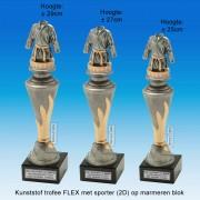 """TC150X22-FX009 - Kunststof trofee """"FLEX"""" op marmer blok incl. TENUE (judo/karate) (± 25-29cm hoog)"""