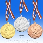 TC112DA Medaille VOETBAL van Hoogglans Metaal Ø 50mm. incl. gratis halslint en tekst achterzijde medaille - gewicht ±30 gram