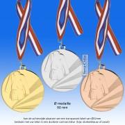 TC112DD Medaille TENUE JUDO / KARATE van Hoogglans Metaal Ø 50mm. incl. gratis halslint en tekst achterzijde - gewicht ±30 gram